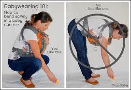 Kako se saginjati dok nosite dijete u nosiljci. Izvor: Onyababy